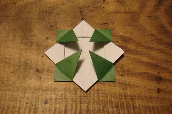クリスマス 折り紙:折り紙メダルの作り方-utsuwai-blog.cocolog-nifty.com