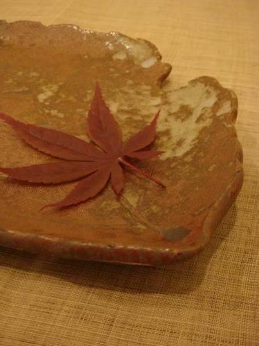虫食い葉皿